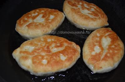 Как приготовить жареные пирожки на сковороде