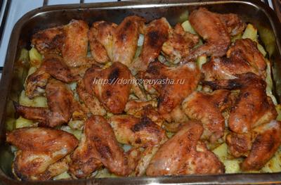 рецепт крылышки в духовке с картошкой