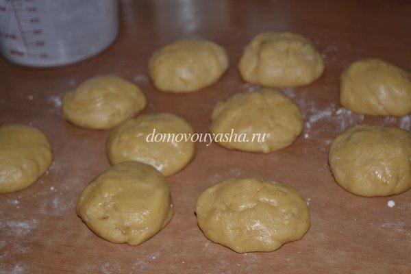 разделили тесто для медовика на коржи