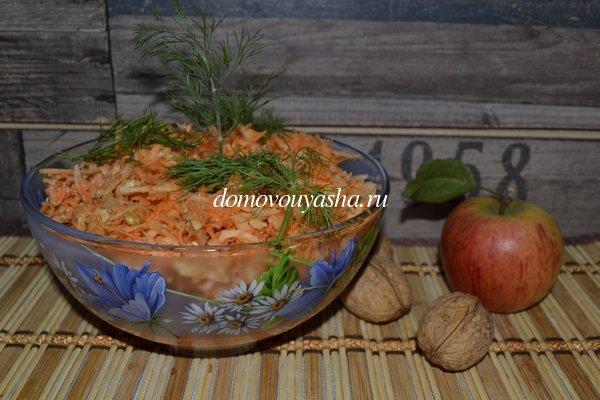 Салат с морковкой и яблоком