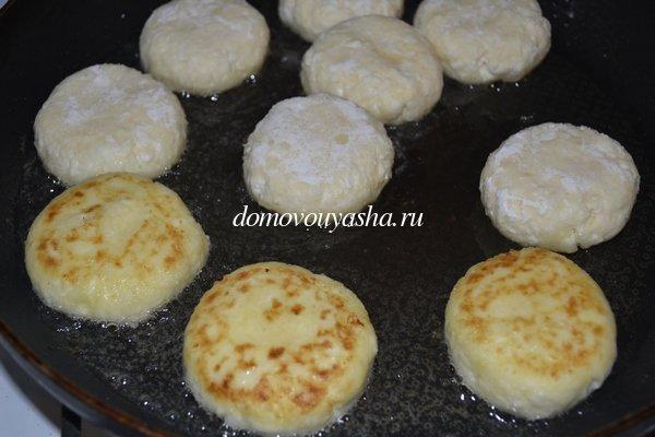 Сырники из творога с манкой и сметаной рецепты пошагово