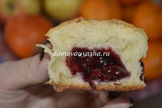 пирожки с вишнями в духовке рецепт с фото