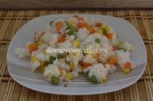 постный рис с горохом и кукурузой