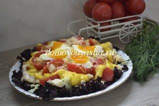 Салат цезарь с курицей и помидорами