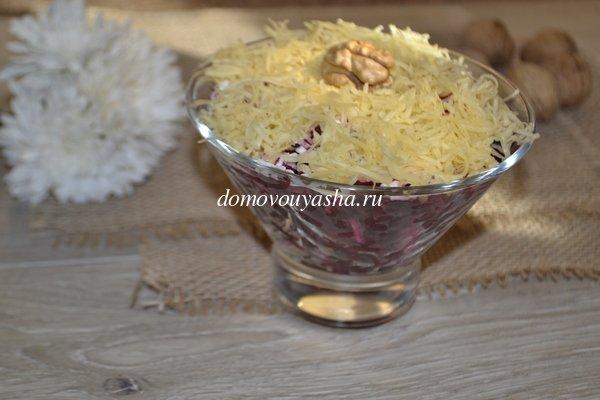 Салат из свеклы с сыром и черносливом фото