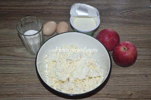 Пирог из песочного теста с творогом и яблоками