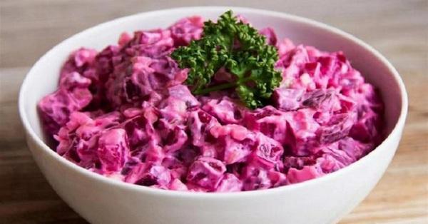 Салат из свеклы с чесноком и мясом