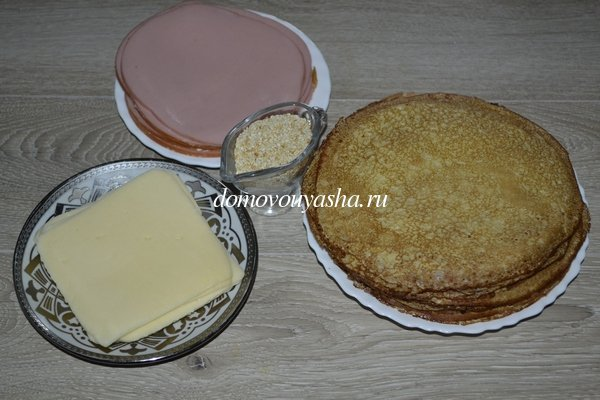 Блины с вареной колбасой и сыром - рецепт с фото