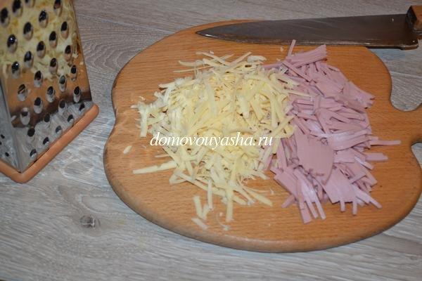 Блины с колбасой и сыром