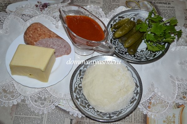 Пицца с солеными огурцами и колбасой рецепт с фото