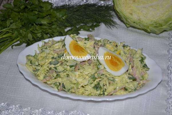 Салат из молодой капусты с колбасой