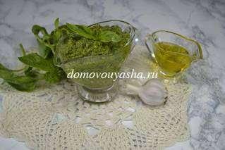 Салат Капрезе с соусом Песто