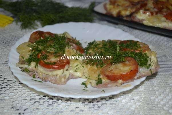 Мясо по-французски в духовке из свинины с помидорами и сыром