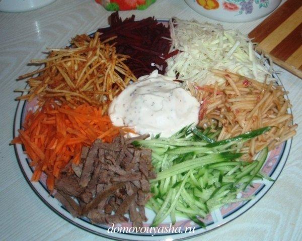 Салат ромашка кучками