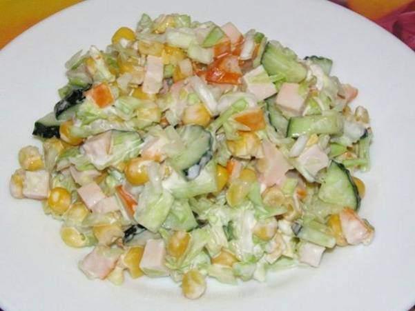 Салат из капусты с куриной грудкой