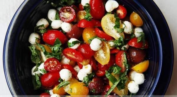 Изысканный салат с моцареллой и болгарским перцем