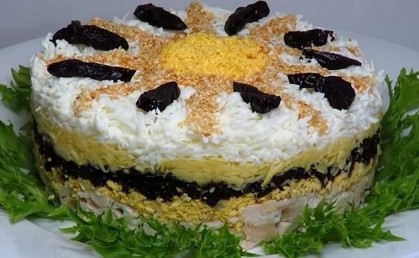 Ананасовый салат с курицей слоями