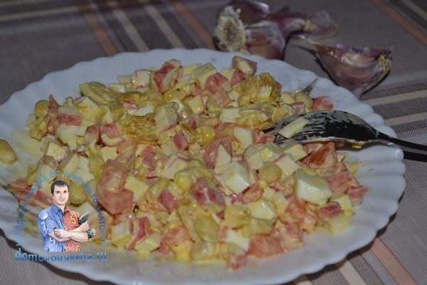 Салат крабовые палочки с апельсином и чесноком