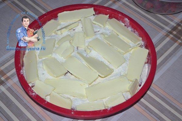 Насыпной пирог с клубникой