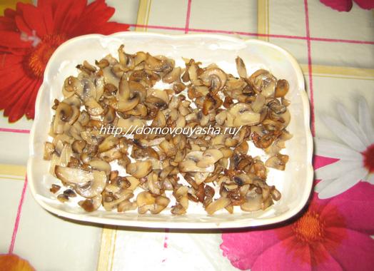 Салат слоеный с курицей и шампиньонами