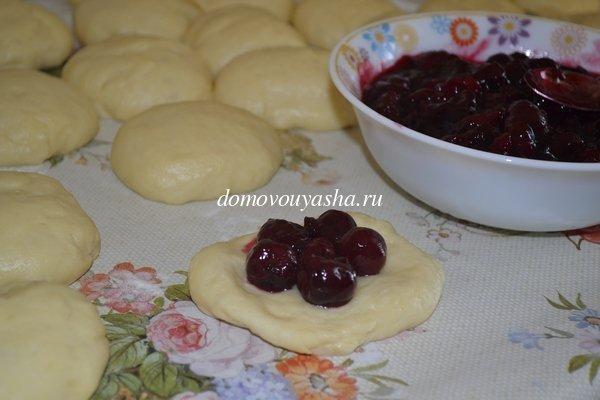 пирожки с вишней в духовке рецепт