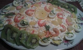 Рецепт салата с креветками и консервированным ананасом