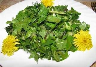 Салат из крапивы и листьев одуванчика