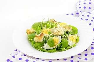 Салат со шпинатом и сухариками