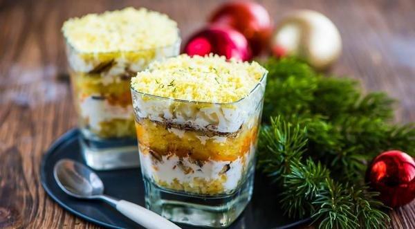 Салат мимоза с твердым сыром
