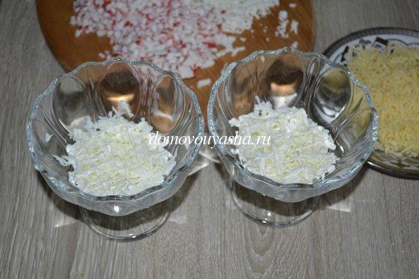 Салат с крабовыми палочками, сыром, яйцом