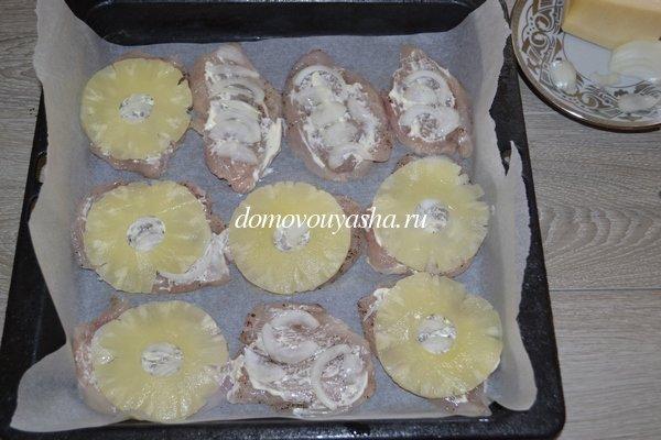 Куриное филе с ананасом и сыром в духовке рецепт