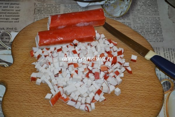 Салат с мивиной и крабовыми палочками