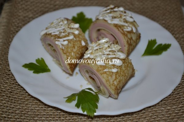 Блины с колбасой и сыром - рецепт с фото