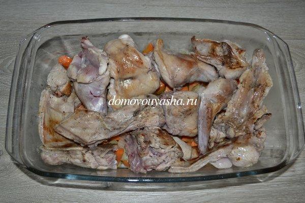 Кролик в духовке с овощами, в сметане с фасолью