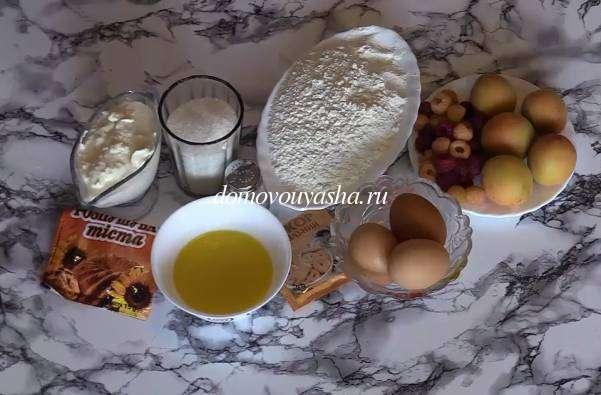 Пирог с абрикосами и малиной