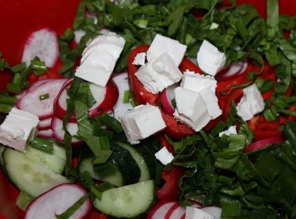 Салат с сыром Фета и редисом