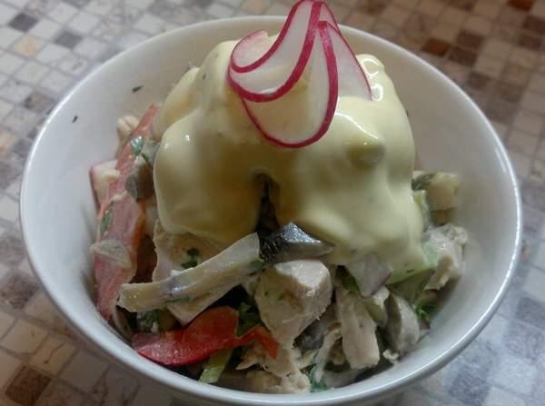 Салат из редиски с курицей