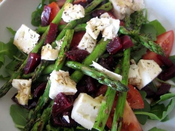 Салат с сыром и спаржей