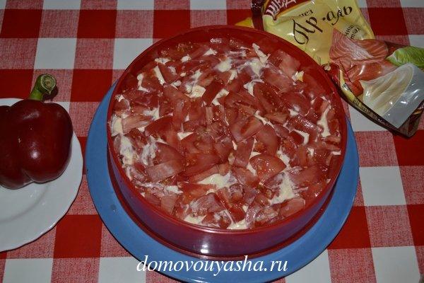 Крабовый салат с помидором