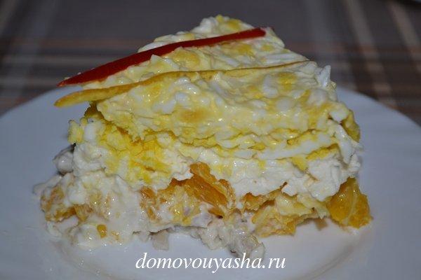 Салат с курицей апельсином и сыром