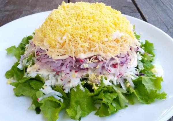 Весенний слоеный салат
