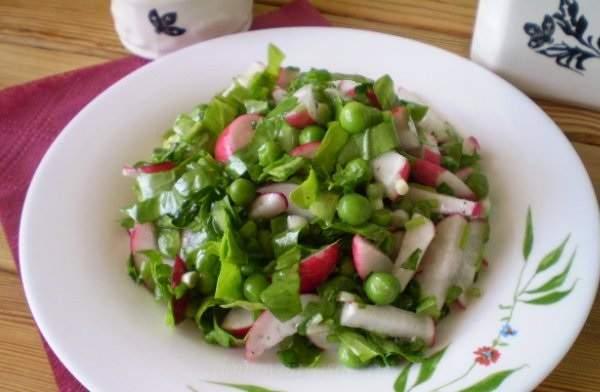 Салат из зеленого горошка и редиса