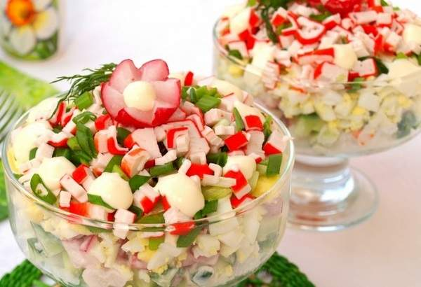 Салат с редиской и крабовыми палочками
