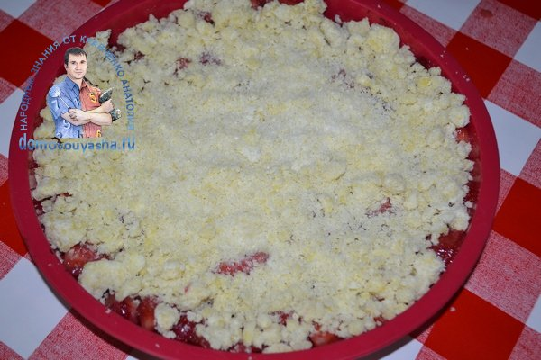 Песочный пирог с клубникой