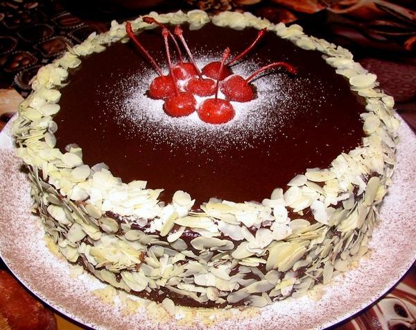 Шоколадный торт с замороженной вишней