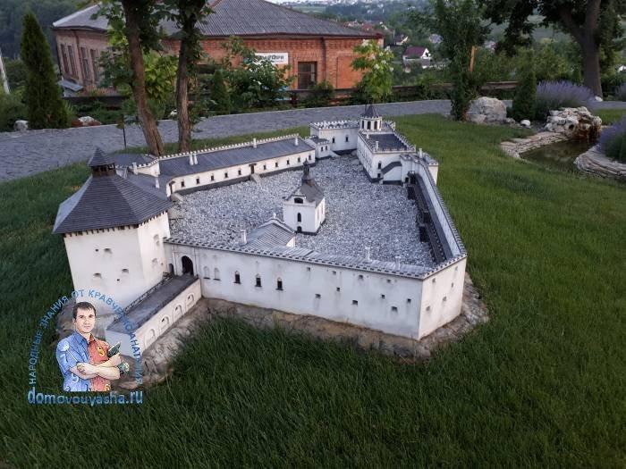 Меджи́божский за́мок