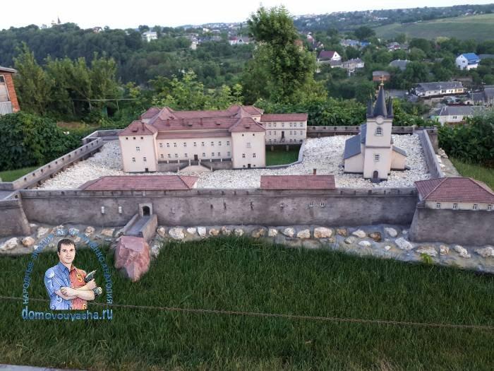 У́жгородский за́мок