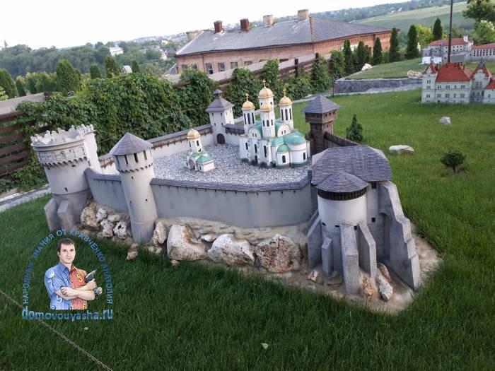 Остро́жский за́мок