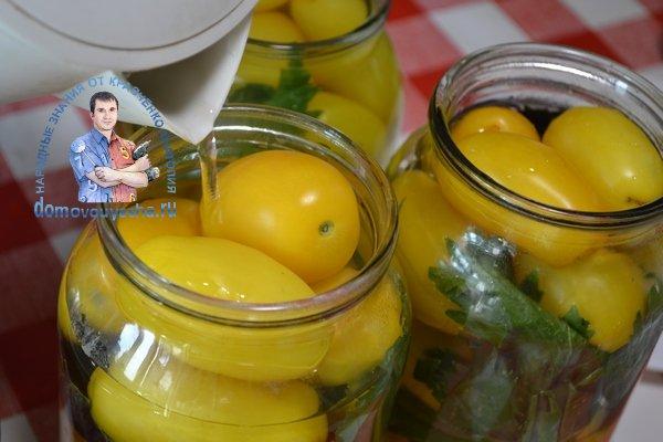 Маринованные желтые помидоры на зиму с базиликом