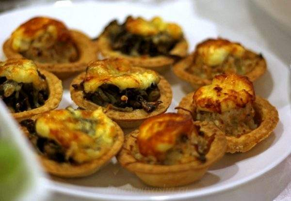 Жульен с грибами и плавленным сыром